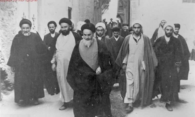 من-هو-خميني-وكيف-سرق-الثورة-الإيرانية-۲