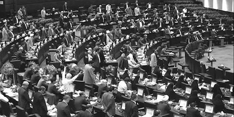 توتر في مجلس شورى نظام الملالي وإخطار 80 عضو للمجلس موجه لروحاني