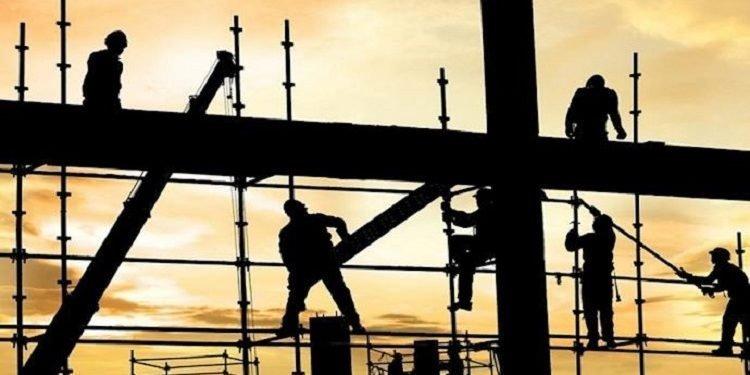 مصرع 10 عمال في حوادث العمل في إيران