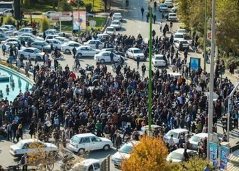 إيران على أبواب التغيير بقلم:سعاد عزيز