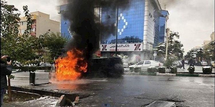 اعتراف هواجس الاحتجاجات الاجتماعية كانت سبب رفع الحجر الصحي في إيران