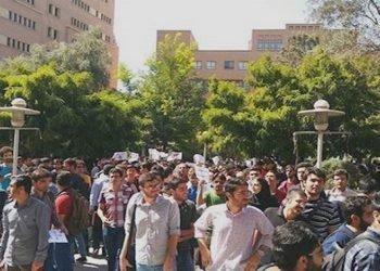 صحيفة خامنئي تعرب عن مخاوفها من شعبية مجاهدي خلق في الجامعات الإيرانية