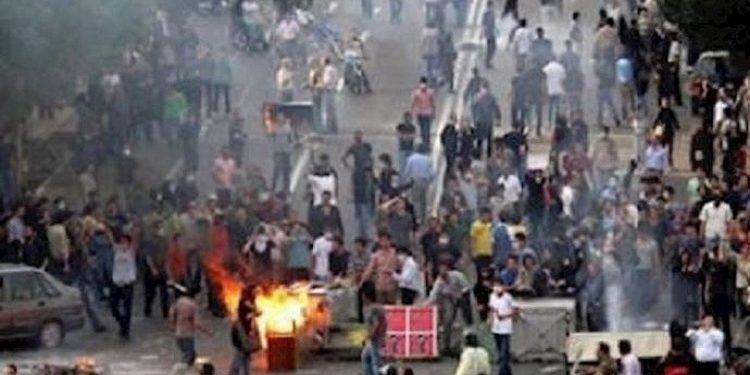 تحذير وسائل الإعلام الحكومية في إيران من اندلاع الاحتجاجات الشعبية