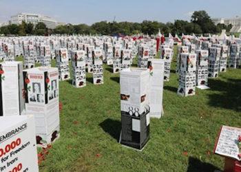 واشنطن إكزامينر وجوه آلاف شهداء المقاومة الإيرانية في معرض أمام الكونغرس الأمريكي