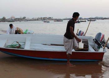 بحار إيران خالية من الأسماك نتيجة نهب يقوم به نظام الملالي