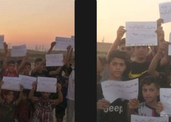 """إيران - رفع شعارات """"صرخة العمال الجياع"""" على يد أبناء العمال"""