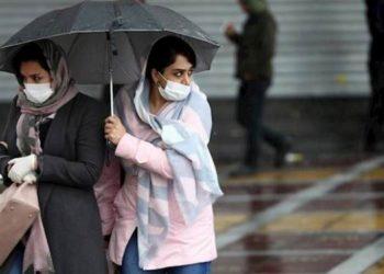 يعترف المسؤولون الإيرانيون بالفشل في احتواء تفشي كوفيد -19