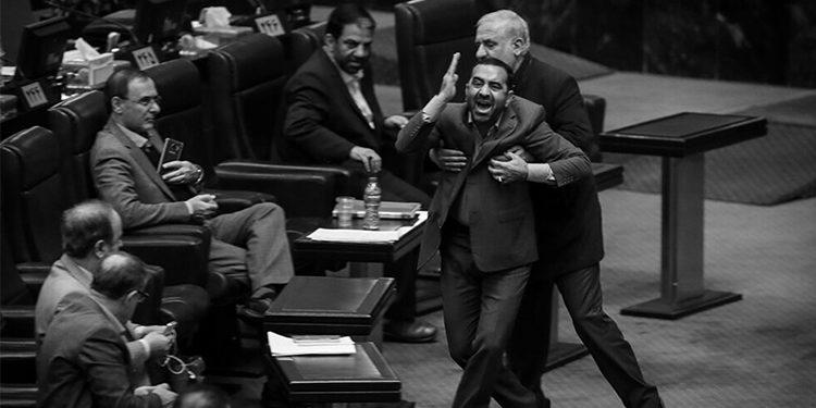 إيران - تفاقم الصراع بین العقارب والهجوم على روحاني