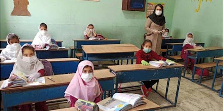 إيران- لماذا الإصرار على الإسراع في إعادة فتح المدارس رغم ما ينطوي عليه من مخاطر؟