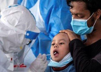 ارتفاع عدد حالات استشفاء الأطفال المصابين بفيروس كورونا بأكثر من الضعف في إيران
