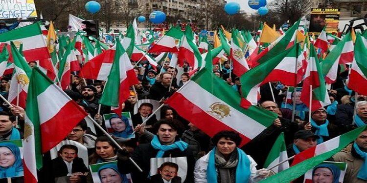 كيف شيطنت طهران خصومها المعارضين؟ (منظمة مجاهدي خلق أنموذجاً)